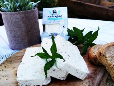Πανδαισία αιγοπρόβειου τυριού Πελέχρα με Δυόσμο! Ένας συνδυασμός που ζητήθηκε από πολλούς και προσφέρεται με τη σφραγίδα ποιότητας και γεύσης Πελέχρας. Συνοδεύει άριστα μεζέδες και κυρίως πιάτα.