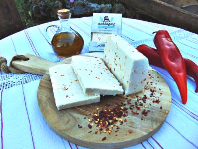 Κάναμε το γευστικό τυρί Πελέχρα και πικάντικο! Μια εξαιρετική γεύση κατάλληλη για να συνοδεύσει τους μεζέδες σας και να εντυπωσιάσει στο τραπέζι σας.
